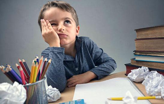 تشویق کودک به انجام دادن تکالیف مدرسه