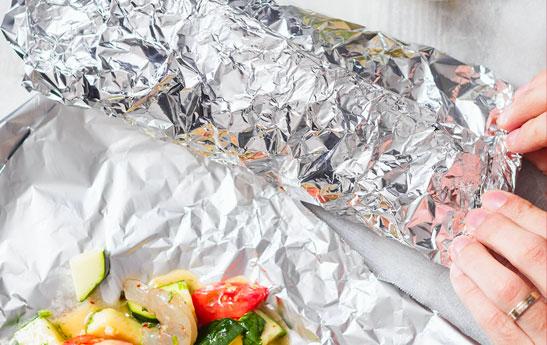 روش های استفاده از کاغذ آلومینیومی در آشپزخانه و موارد دیگر