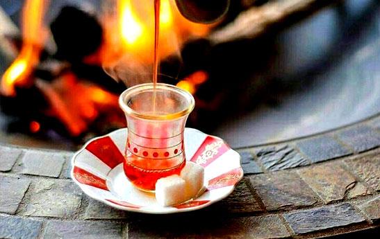 چند دقیقه بعد از ریختن چای آن را بنوشیم؟