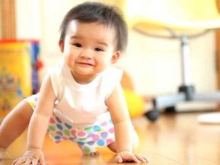 نکاتی در رابطه با چهار دست و پا رفتن کودک