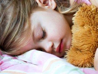 چرا برخی کودکان در خواب دچار حمله میشوند؟