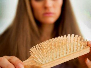 علت ریزش مو در خانم ها چیست؟