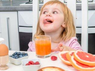 باید و نبایدهای مصرف آبمیوه در کودکان