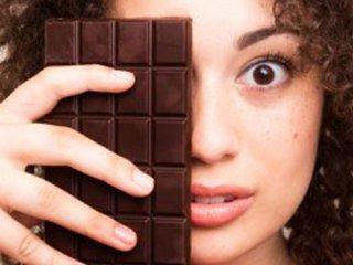 آیا شکلات و شیرینی جوشهای مرا بدتر میکند؟