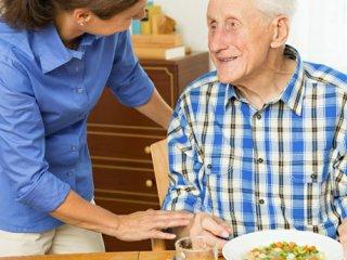 تغذیه مناسب سالمندان