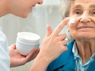 زیبایی و جوان سازی صورت در سالمندان