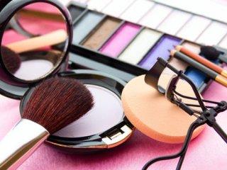 آشفته بازار پرسود لوازم آرایشی در ایران