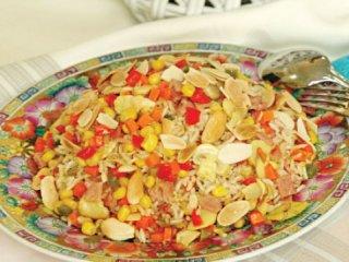برنج قهوهای با مرغ و سبزی