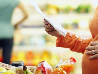 مصرف چه غذاهایی را باید در بارداری محدود نمود؟