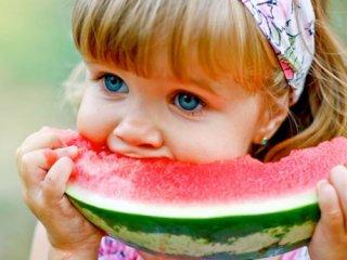 مواد غذایی مفید برای کودکان در روزهای گرم تابستان