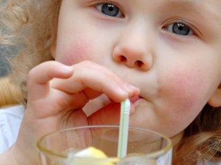 نوشیدنی های گازدار و شیرین شده، بمب سلامتی کودکان