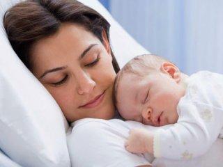حواس پرتی مادران هنگام شیردادن به نوزاد