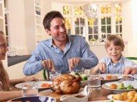 7 روش برای داشتن شب خاطرهانگیز كنار خانواده