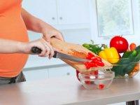 تعطیلات نوروز و اصول تغذیه صحیح زنان باردار