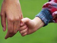 از دلبستگی کودک خود بیشتر بدانید