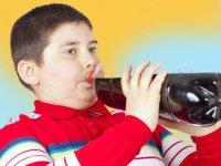 عوارض مصرف نوشابه در کودکان