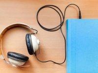 کتاب های صوتی در رقابت با کتاب های کاغذی