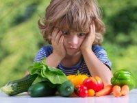 نیازهای تغذیه ای کودکان با بزرگسالان متفاوت است