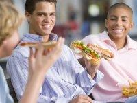 علت گرایش نوجوانان بسوی غذای ناسالم چیست؟