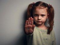 خشونت داخل خانه علیه زنان و کودکان بسیار زیاد است