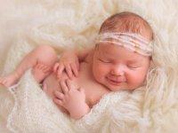 اهمیت مصرف آغوز برای نوزادان