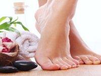 علت یخ زدن پاها و درمان های خانگی