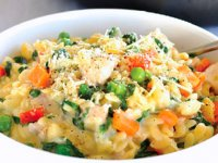 پاستا با مرغ و سبزیجات
