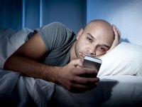 هشدار ؛ گوشی موبایل در رختخواب ممنوع!