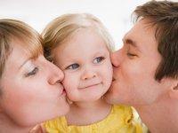 بوسیدن کودکان چه مزایایی دارد؟