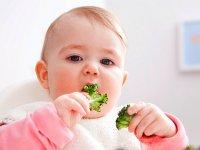چه غذاهایی تب نوزاد را پایین میآورند؟