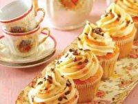 کاپ کیک با کرم بادام زمینی
