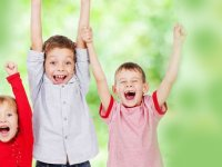 کودکانی شاد و خوشحال تربیت کنیم