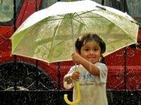 کودک و باران