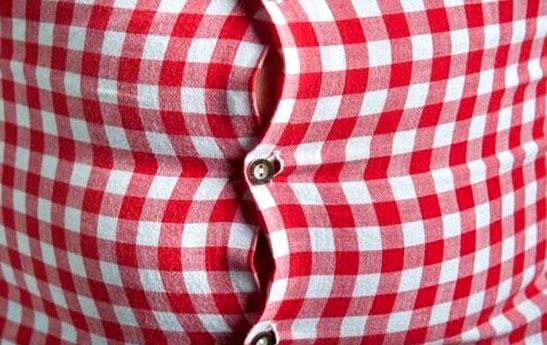 ۹ ترفند ساده برای پنهان کردن شکم زیر لباس!
