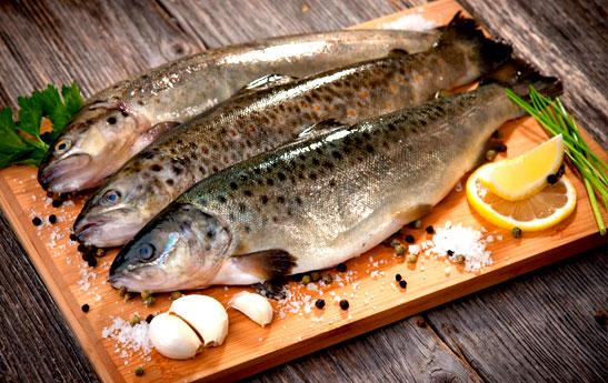 ۱۰ روش برای از بین بردن بوی ماهی