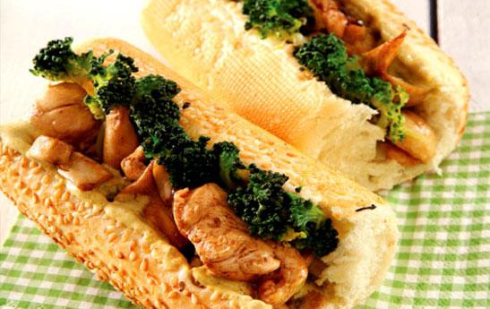 ساندويچ مرغ با سسكاري