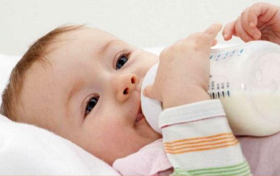 گام به گام تغذیه کودک در ماه های اول تولد