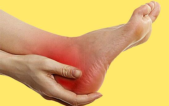 خار پاشنه پا چه علائمی دارد؟