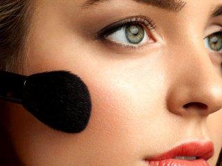 ترفندهای آرایشی برای برجسته شدن گونه ها