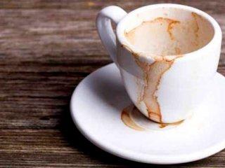 ۴ روش پاک کردن لکه چای و قهوه از روی فنجان