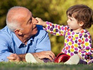 نقش پررنگ پدر بزرگ و مادر بزرگ در تربيت نوه ها