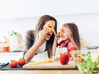 نگاهی به ارتباط هورمون شادی با تغذیه
