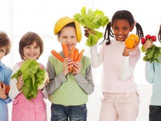 7 خوراکی که به رشد قد در کودکان کمک میکند