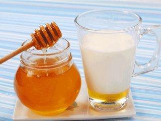۷ معجزه ترکیب شیر و عسل برای سلامتی