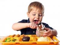 به کودکتان رژیم غذایی میدهید؟ این مطلب را حتما بخوانید