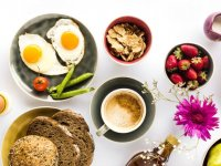 حذف وعده غذایی شام و صبحانه چه بلایی سرتان می آورد؟
