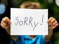چرا بیش از حد عذرخواهی می کنید؟