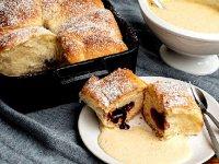 طرز تهیه نان بوختلن با مغزی مربا و سس وانیلی