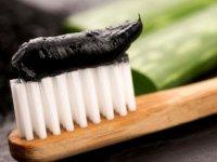 نحوه درست کردن خمیر دندان زغالی در منزل