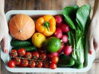 لطفاً میوه و سبزیها را کامل بخورید